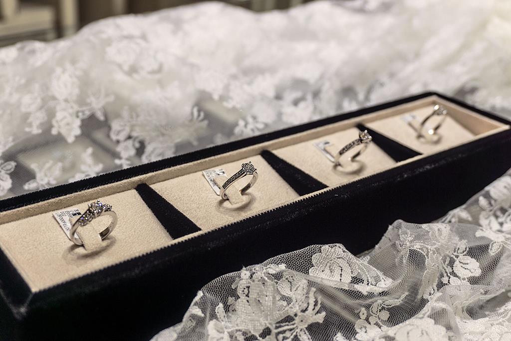 鑽石婚戒,,,,,,, - 金元成金飾鑽石-結婚金飾鑽石首選 作品瀏覽